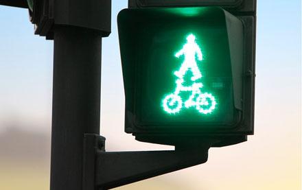 Peatones y ciclistas primero